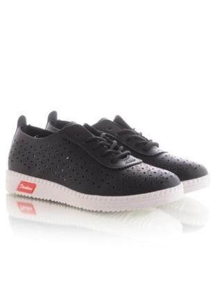 Черные кроссовки кеды на шнурках