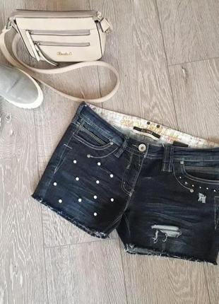 Джинсовые шорты с бусинами