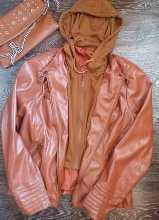 Стильная кожаная куртка с капюшоном