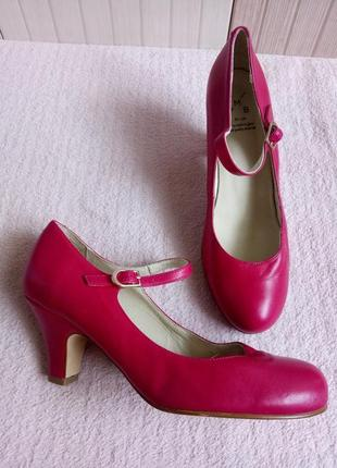Яркие кожаные туфли 39рр