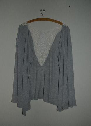 Женская кофта с кружевной вставкой на спине