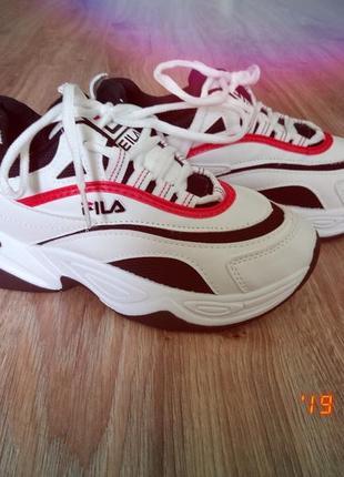 Шикарные женские кроссовки на толстой подошве