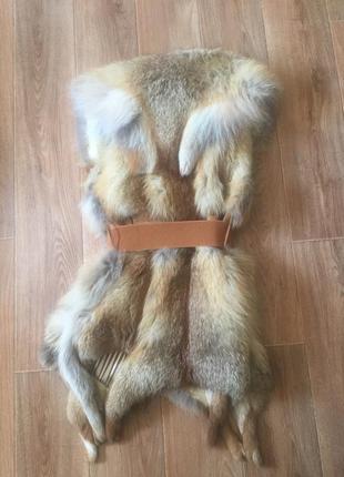 Жилет меховой из лисы натуральный