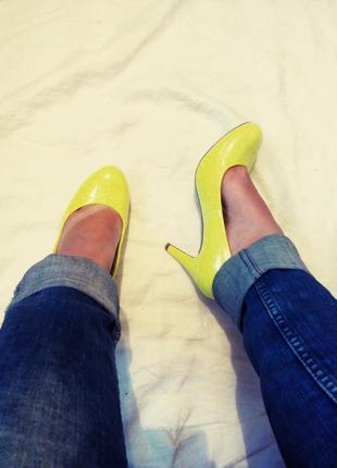 Яркие туфли,37 размер,