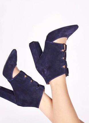 Замша. роскошные туфли на устойчивом каблуке с актуальной шнуровкой