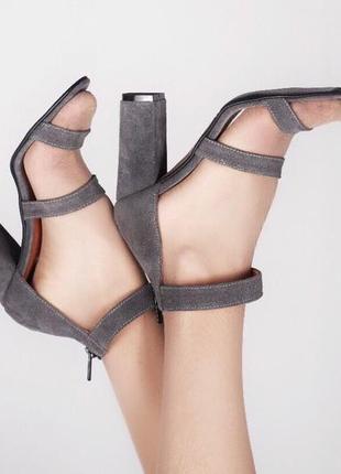 Замша. красивые босоножки на устойчивом каблуке