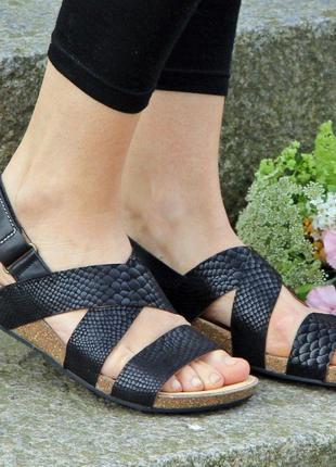 Сандалии clarks - perri dunes black snake. оригинал. полностью натуральная кожа.