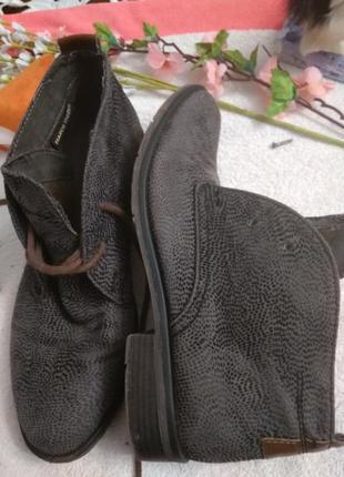 Чобітки-черевички.