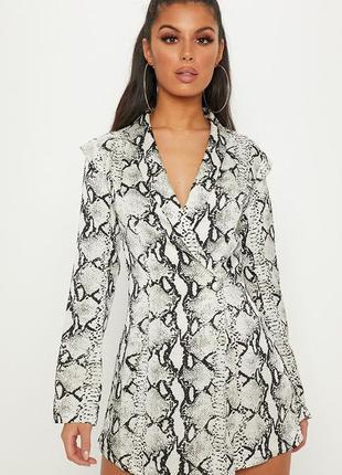Ромпер в стиле пиджака с принтом змеиной кожи