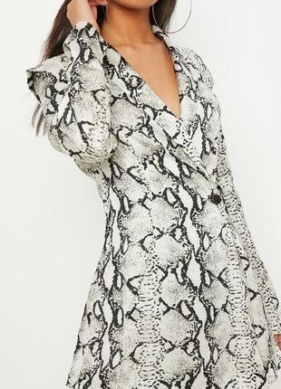 Ромпер в стиле пиджака с принтом змеиной кожи4 фото