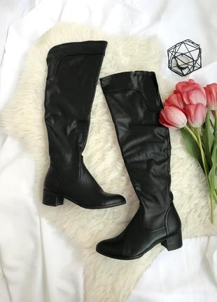 Черные высокие ботфорты чулки сапоги на квадратном низком каблуке / ботфорды кожзам