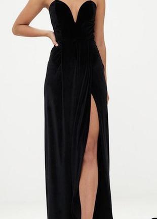 Бархатное платье бандо с красивым разрезом