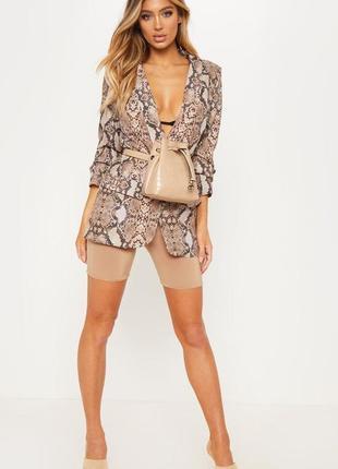 Стильный удлиненный свободный пиджак с принтом змеи