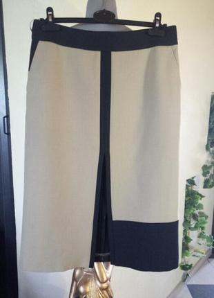 Юбка-карандаш из плотнрй ткани,с карманами и глубоким разрезом спереди