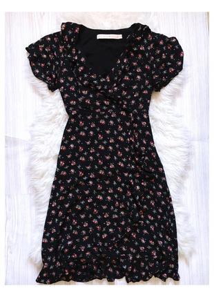 Платье на запах чёрное в цветочный принт