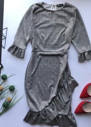 182df8db1db Элегантное серое платье в клетку с рюшами в офис   деловое платья к клеточкк