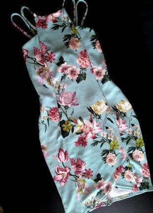 Летнее платье на бретелях, цветочный принт, по фигуре