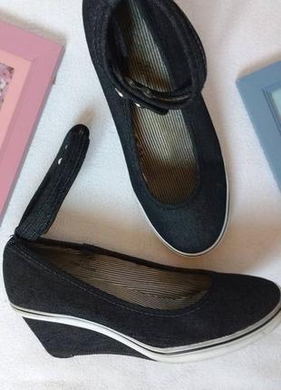 """Стильные текстильные туфли на танкетке """"e-vie"""""""