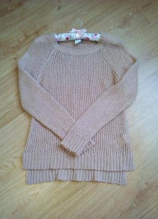 Пудровый лёгкий свитерок.