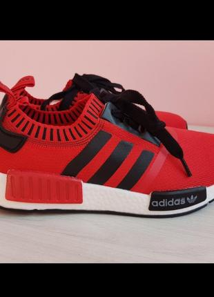Красные суперовые кроссовки