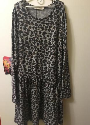 Платье zara с модним принтом.1 фото