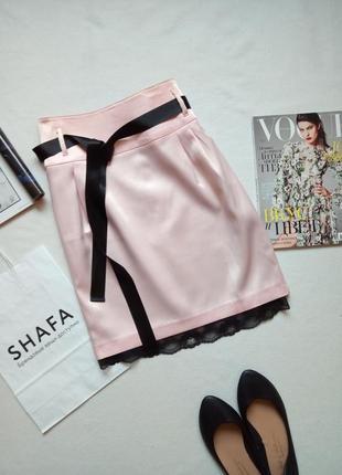 Красивая атласная юбка с лентой и кружевом