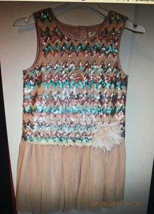 Очень праздничное платье.