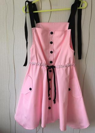 Новый розовый сарафан на чёрных бретелях