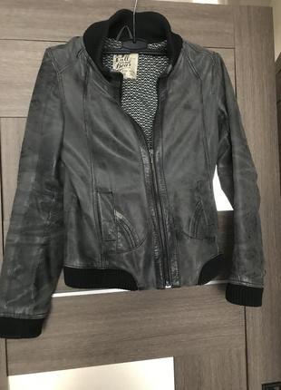 Куртка кожаная бомбер pull and bear