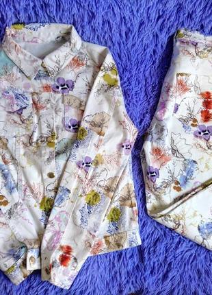 Джинсовый брючный костюм м с цветочным принтом