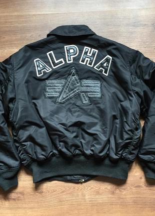 Шикарная куртка бомбер  alpha industries