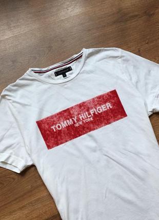 Шикарная футболка tommy hilfiger с велюровым принятом