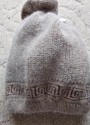 Вязанная зимняя шапочка