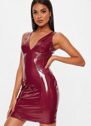 Виниловое латексное платье с вырезом