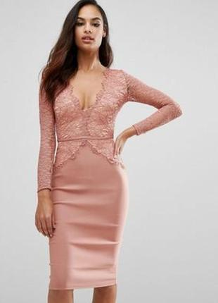 Платье миди с кружевом и декольте
