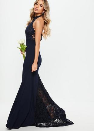 Вечернее платье с шлейфом и кружевом