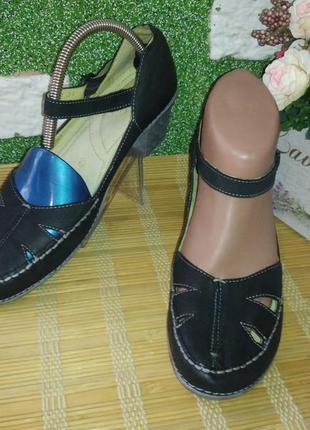 Шкіряні туфельки mars