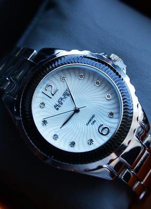 Женские часы с бриллиантами. швейцарский механизм!