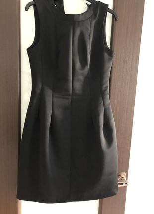 Атласное плотное платье