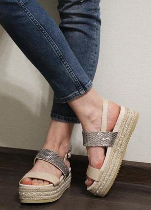 Очень красивые бежевые женские босоножки (сандалии) с плетеной подошвой