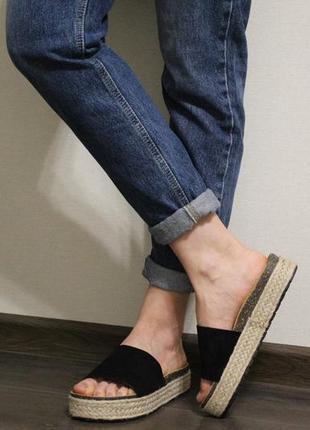 Стильные женские черные шлёпки (шлёпанцы, босоножки, сандалии) на плетеной подошве