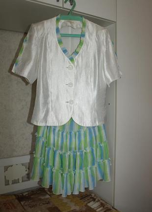 Яркий костюм(юбка,пиджак)