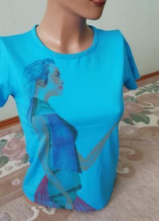 Спортивная синяя футболка размер s