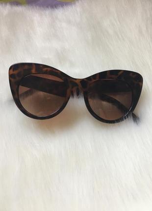 Актуальные солнцезащитные очки 2019 лисички
