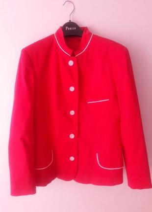 Очень интересный алого цвета пиджак!!