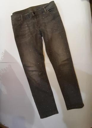 Серые укороченные джинсы с камнями р. 14