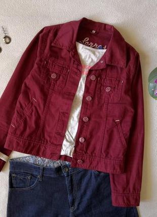 Классная джинсовая куртка бордовая, марсала