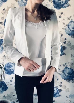 Белый пиджак жакет mango