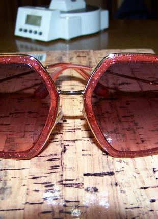 Крупные очки-стрекозы с металлическими дужками блестками и дымчатой винной линзой3 фото
