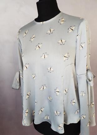 Изумительная блуза с расклешенным рукавом